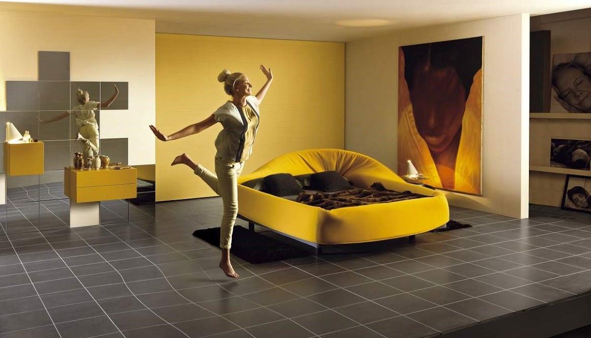 מיטות זוגיות: מיטה זוגית מעוצבת Col-letto גוון צהוב