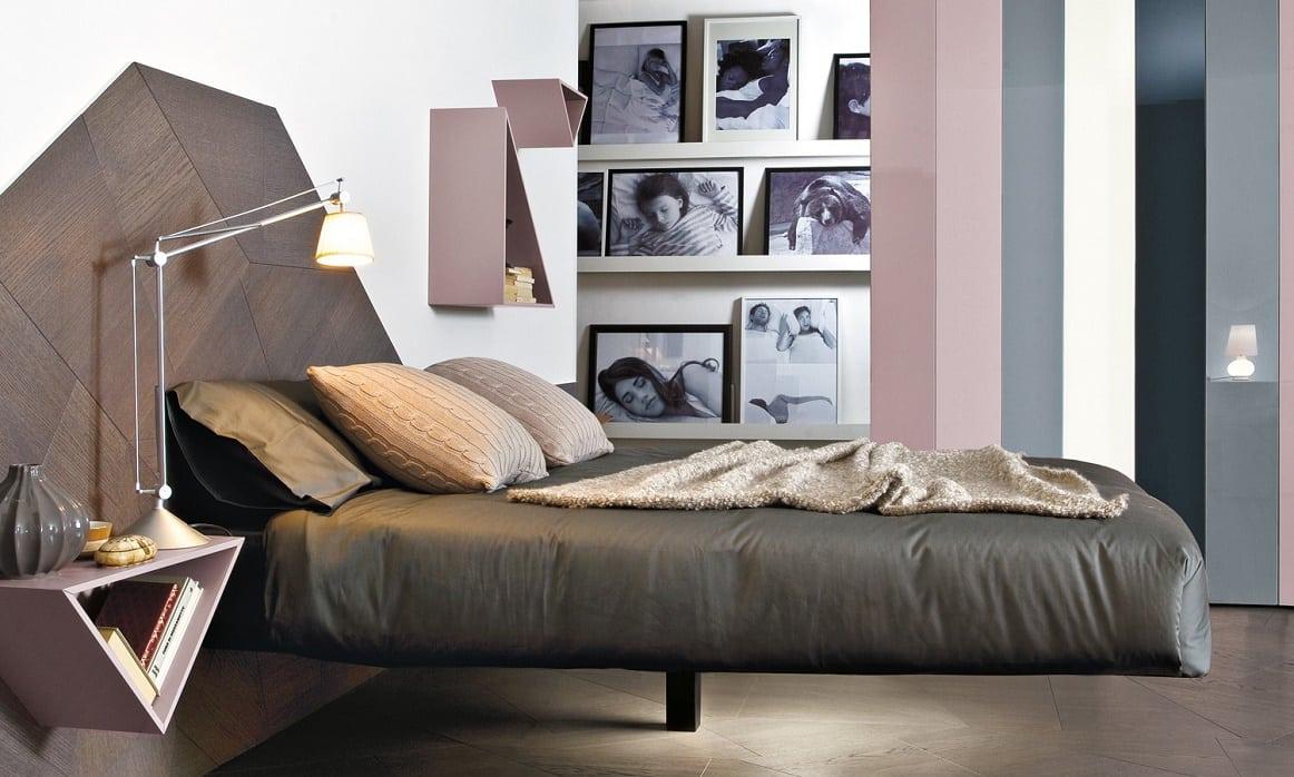 מיטות זוגיות: מיטה זוגית בעלת רגל אחת מרכזית Fluttua עם ראש מיטה מרשים מפרקט