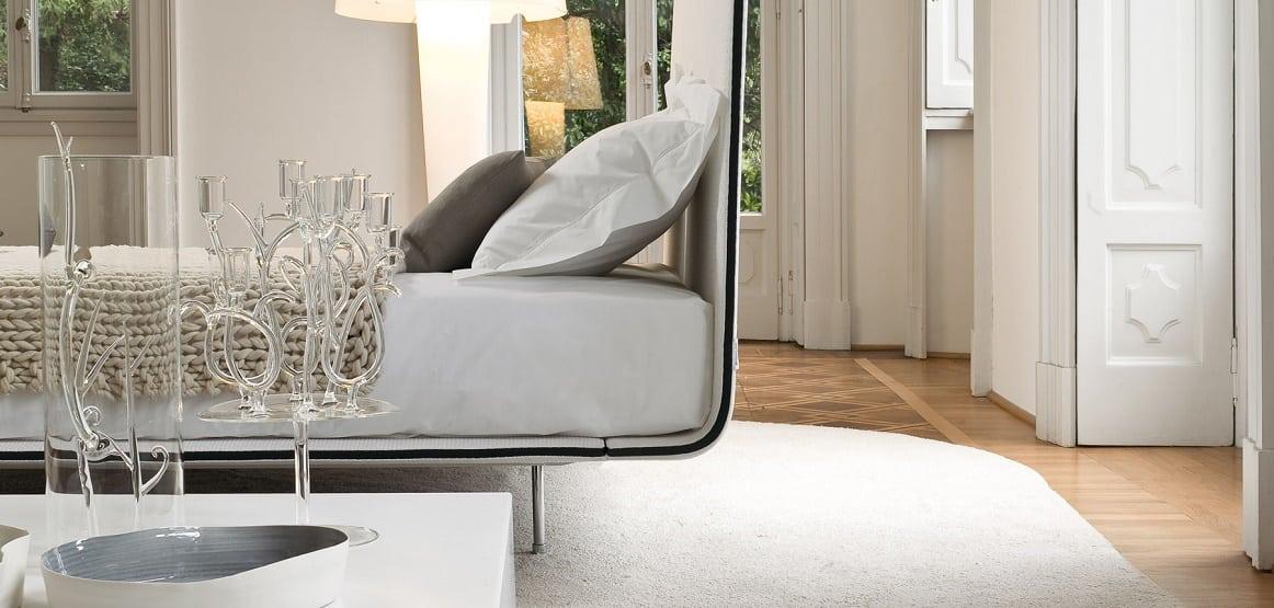מיטות זוגיות: מיטה זוגית מינימליסטית Thin בצילום תקריב לראש המיטה הדק