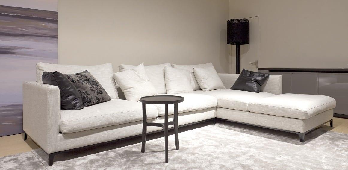 ספות לסלון בעיצוב מאופק וקלאסי