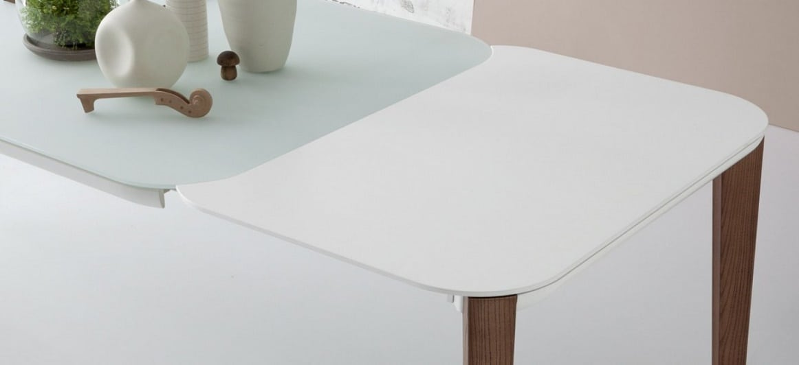 שולחן אוכל נפתח מרובע