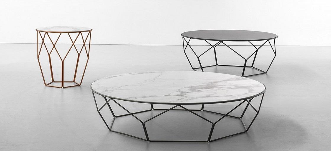 שולחן שיש לסלון עם מתכת פיסולית
